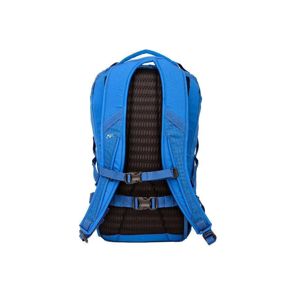Flow Airmesh back panel and shoulder straps for a comfortable carry